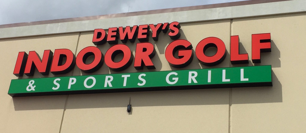 Deweys Indoor Golf - Sports Grill - Share Orlando 01